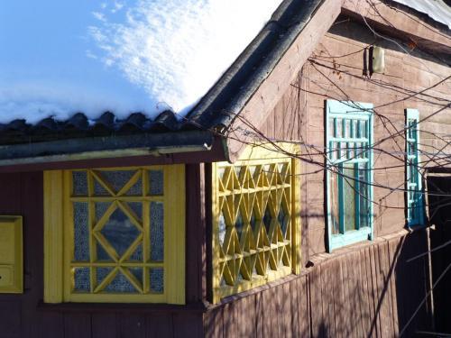 Dorfhaus im Winter